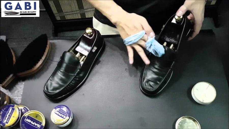 xử lý vấn đề của giày da nam